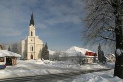 Kostel a fara v zimě