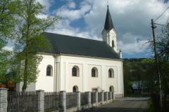 Kostel - pohled od hřbitova